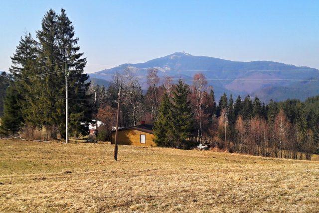 Předjarní Beskydy, v pozadí Lysá hora