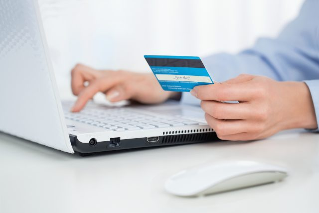 Data z mobilů a platebních karet pomáhají k rychlejšímu vyhledání potenciálně nakažených lidí | foto: Shutterstock
