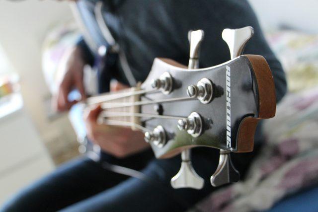 Baskytara, basová kytara, hudba, hudební motiv