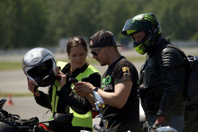 Instruktoři Stop nehodám z.s. cvičili motorkáře na polygonu v Mostě   foto: Petr Žák,  Jednou stopou Českem,  z.s.