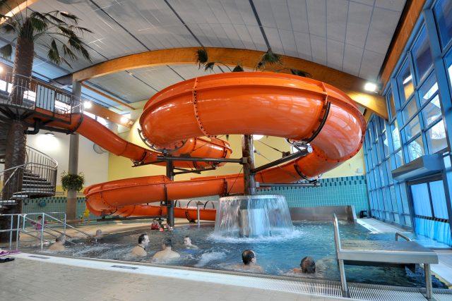 Aquacentrum, akvapark, tobogán