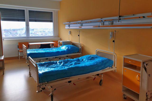 Prázdný pokoj na covidové jednotce nemocnice v Chebu,