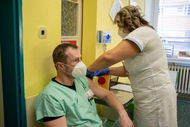 Očkování zdravotníků proti covid-19