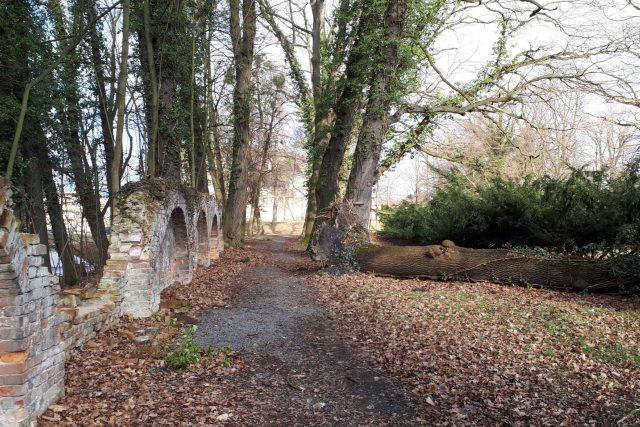 Park zámku Paskov by měl projít výraznou revitalizací. Ještě donedávna toto zákoutí hyzdilo potrubí