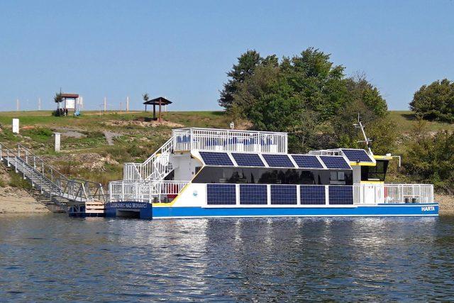 Výletní loď Harta ve vznikajícím přístavišti v Leskovci nad Moravicí
