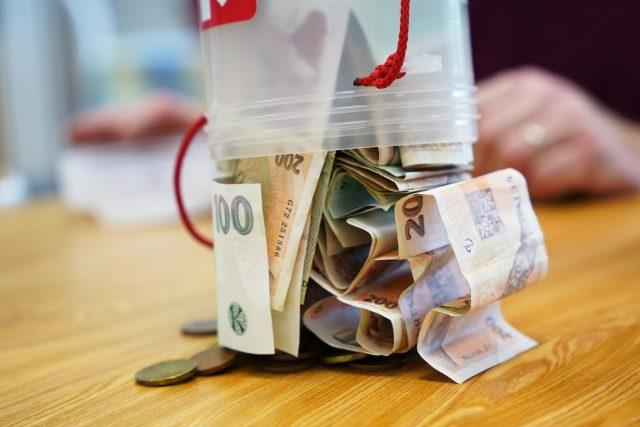 Charita začala sčítat peníze z kasiček Tříkrálové sbírky
