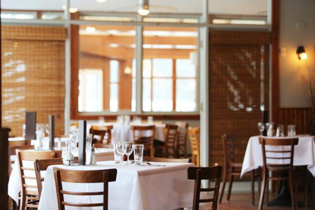 Trváme na tom, že návštěva restaurace není riziková, říká prezident Asociace hotelů a restaurací