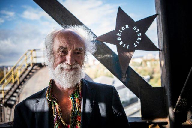 Fotograf Jindřich Štreit se svou hvězdou na Jantarovém schodišti slávy