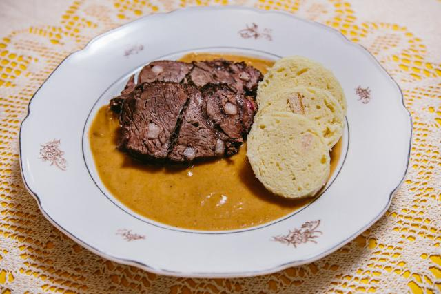 Nejlepší hovězí maso se šípkovou omáčkou od Heleny Shejbalové se rozpadá jako dort