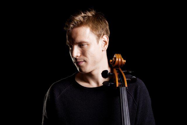 Písničkář Pavel Čadek je zakladatelem cellofolku | foto: Majo Elias