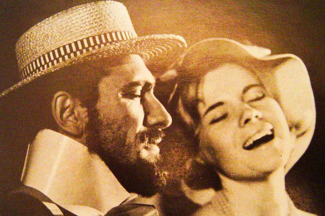 Waldemar Matuška a Eva Pilarová v představení Láska nebeská,  Semafor | foto: Post Bellum