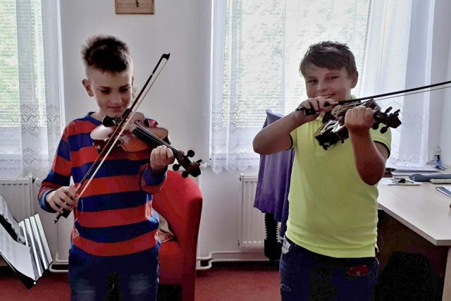 V jedné z houslových tříd ZUŠ Zd. Buriana