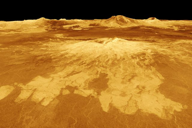 Sopky na Venuši. Počítačově generovaný pohled na povrch planety,  založený na radarových datech ze sondy Magellan   foto:  NASA/JPL