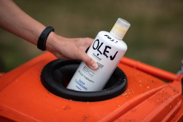 Do kontejneru patří jedlé oleje a tuky, motorové oleje ne