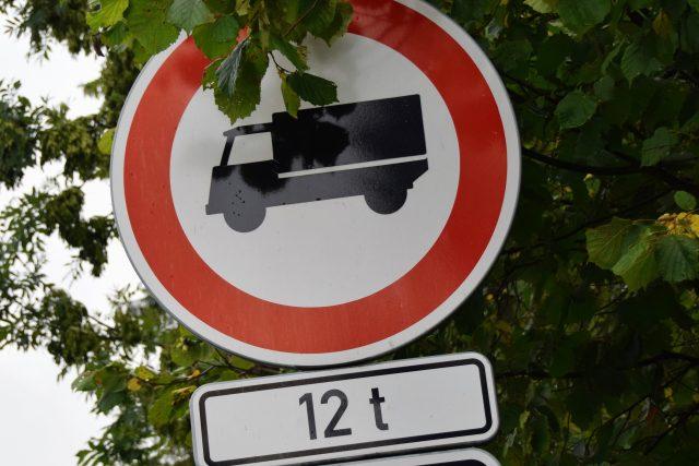 Klimkovicemi nebudou moct jezdit auta o hmotnosti nad 12 tun (ilustrační foto)