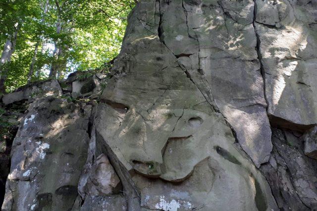 Tvář lichváře,  kterou zde podle pověsti otiskl zbojník Ondráš | foto: Romana Kubicová,  Český rozhlas
