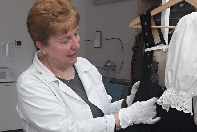 Ludmila Březinová, textilní konzervátorka Muzea Těšínska