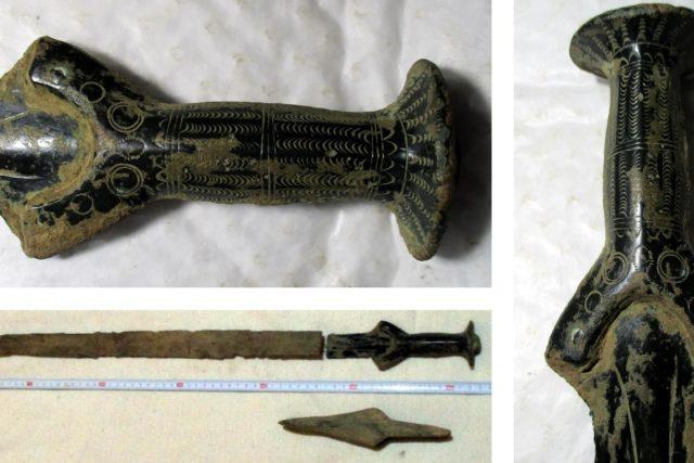 Několik analýz potvrdilo, že je meč více než 3300 let starý.