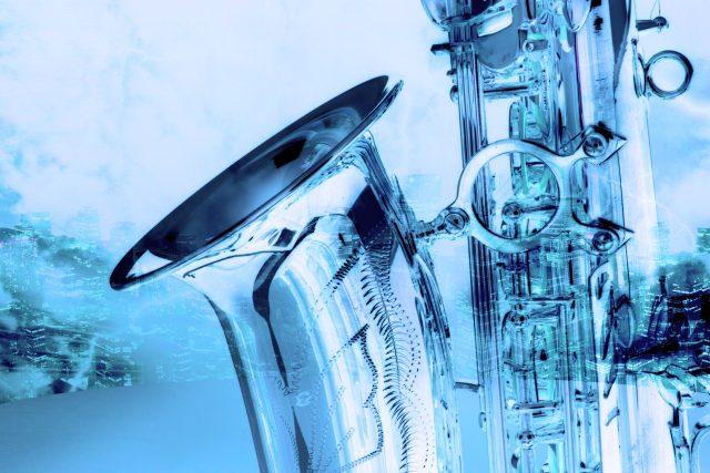 Starý saxofon, retro design, detail (ilustrační foto)