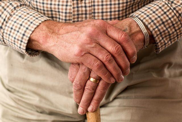 Senior, penzista (ilustrační foto)
