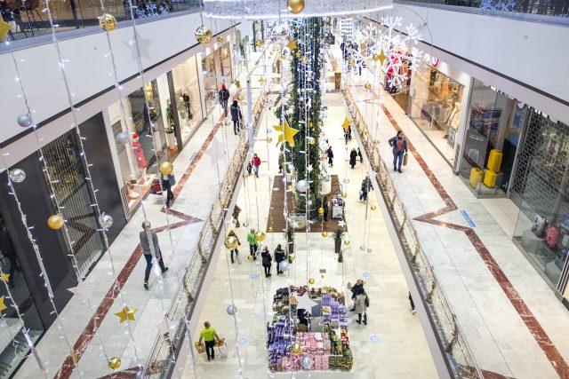 Restaurace, provozovny služeb i obchody ve čtvrtek otevřely napříč Českou republikou po více než měsíční nucené pauze