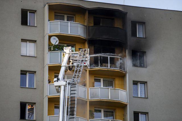 V Bohumíně začalo hořet v jednom z bytů v jedenáctém patře,  jedenáct lidí zemřelo | foto: Pryček Vladimír,  ČTK