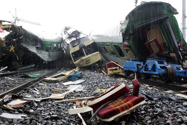 Neštěstí ve Studénce se stalo 8. srpna 2008. Vlak tam narazil do rekonstruovaného mostu, který se zřítil na koleje.