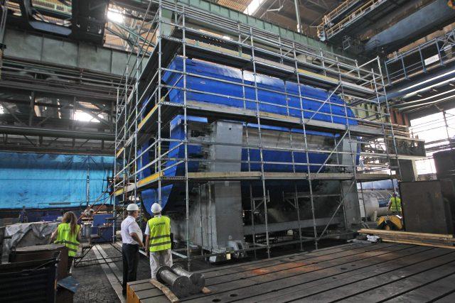 Díly urychlovače částic pro mezinárodní jaderný výzkum v JINR u Moskvy v Rusku, které byly vyrobeny ve Vítkovice Heavy Machinery.