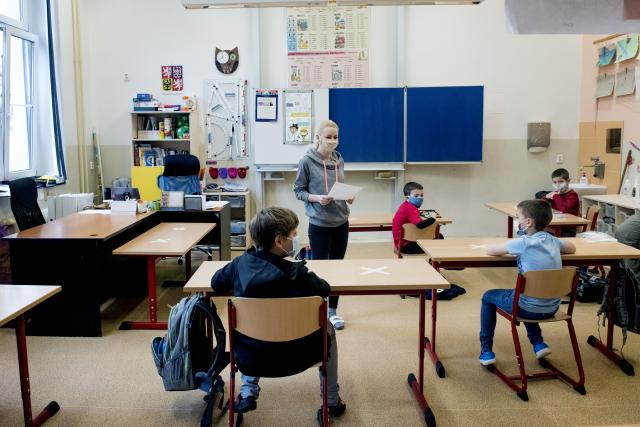 Žáci prvního stupně zš se vrací do školy   foto: Michaela Danelová,  iROZHLAS.cz